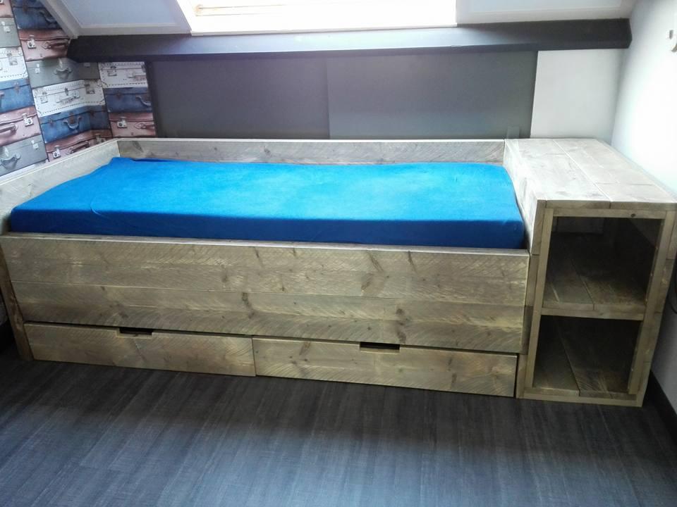 Old grey bed met opbergruimte remco